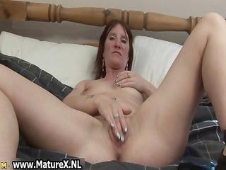 slutty housewife widening her wet cum-hole