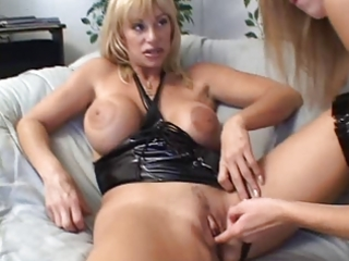 mature kat kleevage and young lisa marie lesbian
