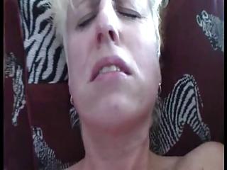 bulky older wife gets her st orgasm- hitachi
