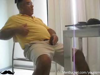 aged daddy loves jerking off on livecam