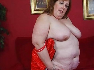 aged fat momma in corset sticks marital-device up