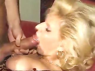 sie lutscht ihn so gerne