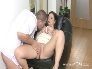 mommy big breasted wife can dong