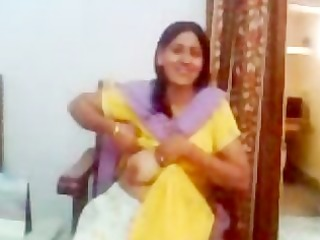 indian aunty showing her titties