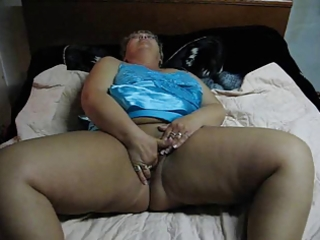 big beautiful woman mom masturabating on web